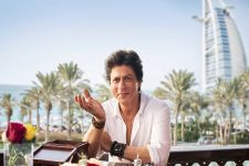 Shah Rukh Khan EXPLORES Dubai's City Walk