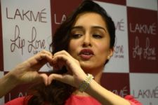 Shraddha Kapoor roots for childhood friend Zoa
