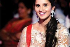 B-Town hails girl power after Sania's victory