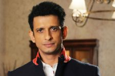 Sharman Joshi's daughter not happy with his bold character!