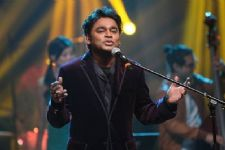 B-Town salutes 'musical maestro' Rahman on birthday