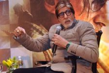 Big B thanks world for success of 'Wazir'!