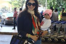 Eesha Kopikar spotted with her cute chubby baby daughter!