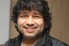 Will never show India in bad light: Kailash Kher