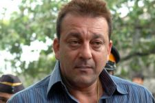 Sanjay Dutt finally walks out of jail to freedom
