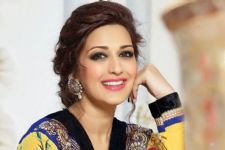 Maharashtra CM to attend bash for Sonali Bendre's book