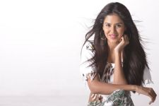 Sonam Bajwa lands special song in 'Babu Bangaram'