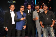 SRK floored by talent of visually impaired singer on TV show