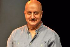 Anupam Kher honoured to meet Himachal Pradesh Governor