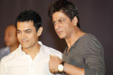 Finally! All is well between Aamir Khan and Shah Rukh Khan!