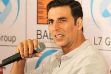 Akshay Kumar clears the air, denies playing as a Gay!