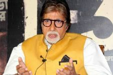 Big B flaunts saffron for Modi's two-year bash