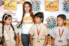 Raveena Tandon inspires Indians to be 'Shiksha Superheroes'