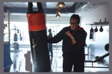 Big B shoots with real-life boxers