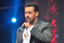 Finally, Salman sends reply to Maharashtra women's panel