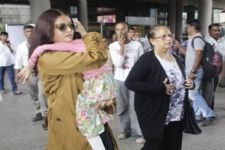 OMG: Aishwarya Rai Bachchan mobbed at Airport, her mom injured!