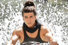 Akshay Kumar to make a special appearance  in Dishoom