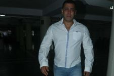Salman Khan breaks down!