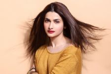 Prachi Desai feels the film industry gives more importance to looks
