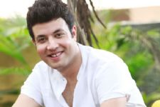 Driving a truck not easy: Actor Varun Sharma