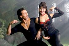 Jacqueline Fernandez matches her steps with Tiger Shroff