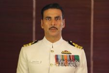 Here's everything that went wrong in Akshay's Rustom outfit!