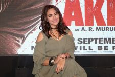 Sonakshi scores 10 CRORES in two days!