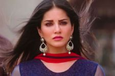 Sunny Leone does NOT think she completely fits in Bollywood