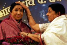 Lata Mangeshkar wishes sister, Asha Bhosle on her 83rd birthday