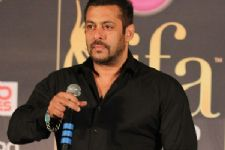 Not just Freaky Ali, Salman promotes a rival film because of his ex!