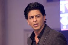 Not again: SRK becomes of victim of twitter trolls over telecom issue!