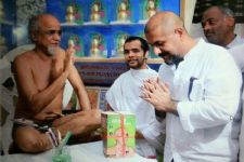Vishal Dadlani APOLOGIZES to Jain Monk Tarun Sagar
