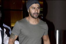 With whom was Varun Dhawan snapped at a late night Dinner Date?