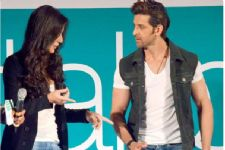 Hrithik Roshan MEETS this girl at his RESIDENCE!