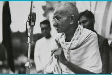Gandhi Jayanti: B-Town remembers the Mahatma