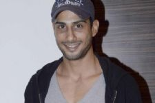 Don't mind playing gay characters: Prateik Babbar