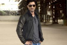 #Revealed: Vidyut Jamwal to play as a BLIND in Aankhen 2!