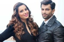 Karan pens romantic song for Bipasha