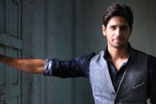 Oops! Siddharth Malhotra confesses about having PHONE SEX!