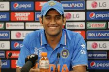 No one like you: B-Town to 'Captain Cool' Dhoni