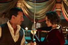 Saif helps to choreograph a special sword fighting scene in 'Rangoon'!