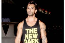 Karan Singh Grover has a SURPRISE for his fans!