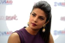 Priyanka SLAMS reports of speaking against male Bollywood actors!