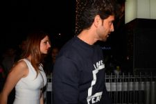 #Gossip: Suzanne Khan SPOTTED entering Hrithik Roshan's house at NIGHT