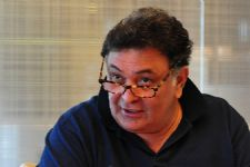 Rishi Kapoor OPENS UP about his father's extra-marital affairs!