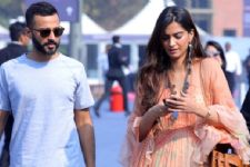 Sonam Kapoor snapped with her ALLEGED BOYFRIEND!