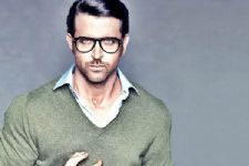 Hrithik Roshan ROASTS Tommy Hilfiger on Twitter for a genuine reason..