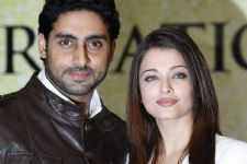 #Shocking: Abhishek REFRAINED Aishwarya from joining social media!