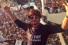 Check out whom Shah Rukh Khan calls 'MAGIC' of his life...