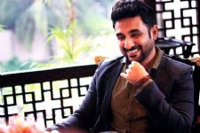 Vir Das garners four million followers on Twitter